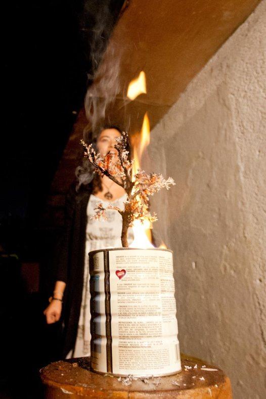 """Experimentos con la realidad, ciclo simultáneo de performance: """"Bonsái"""" de Alejandra Miranda No Lugar – Arte contemporáneo Sábado 5 de marzo Ph: Pancho Suárez https://sinteatro.com/"""