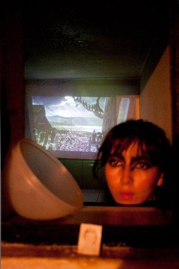 """Experimentos con la realidad, ciclo simultáneo de performance: """"Miedo Cerval"""" de Julissa Massiel No Lugar – Arte contemporáneo Sábado 5 de marzo Ph: Pancho Suárez https://sinteatro.com/"""