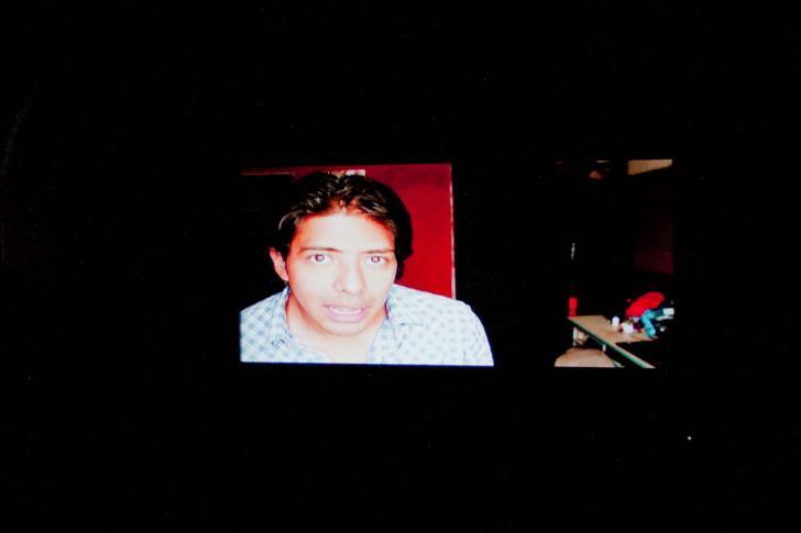 """Experimentos con la realidad, ciclo simultáneo de performance: """"Mi primera vez"""" de Gabriel Suárez No Lugar – Arte contemporáneo Sábado 5 de marzo Ph: Pancho Suárez https://sinteatro.com/"""